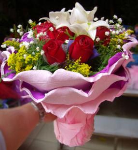 9朵玫瑰百合生日礼物
