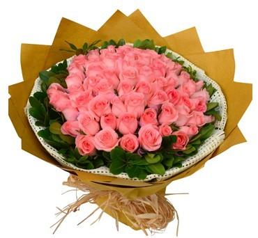66枝粉玫瑰,绿叶围边